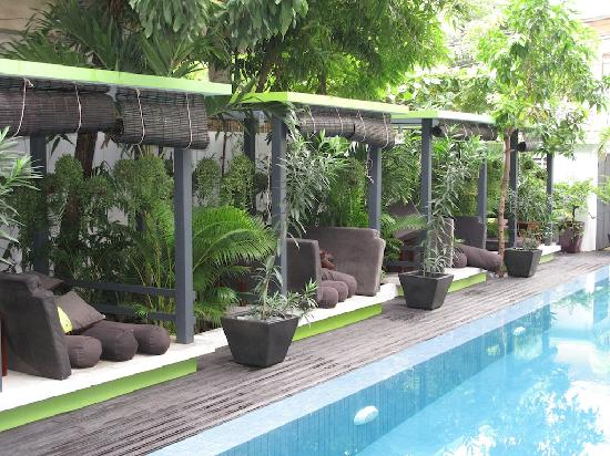 le reve poolside seating review